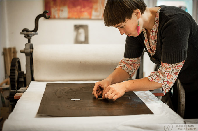 Anna Siek making prints