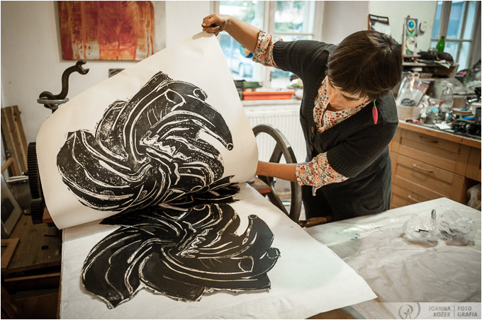 Anna Siek artist making prints