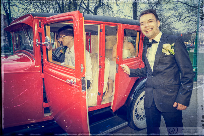 Vintage style wedding car photo session