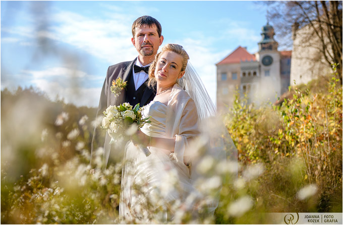 post-wedding outdoor session in the castle | Pieskowa Skała